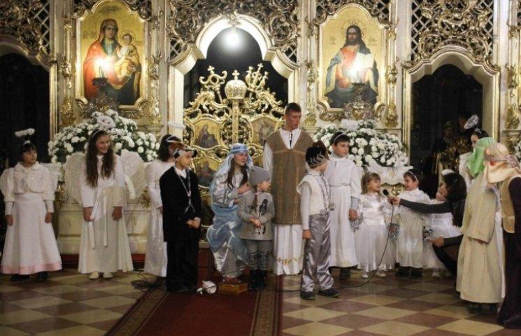 В Ужгороді янголи та іроди змагалися у конкурсі