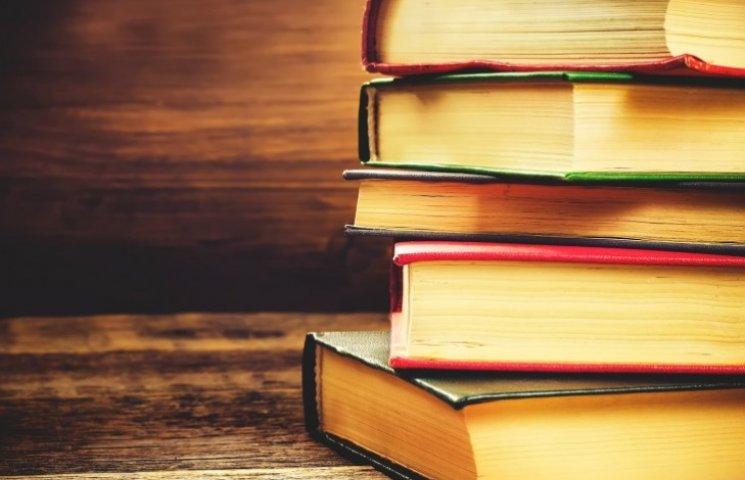 На Закарпатті відомі люди читатимуть дітям