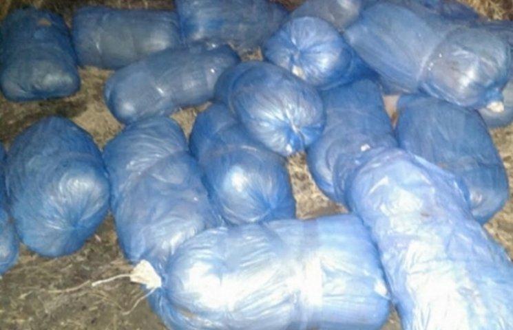 На Вінниччині з річки виловили 25 мішків контрабандного тютюну