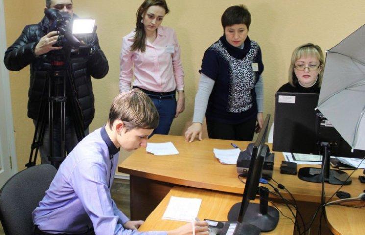 """Сумчан запрошують отримувати ID-""""паспорти"""""""