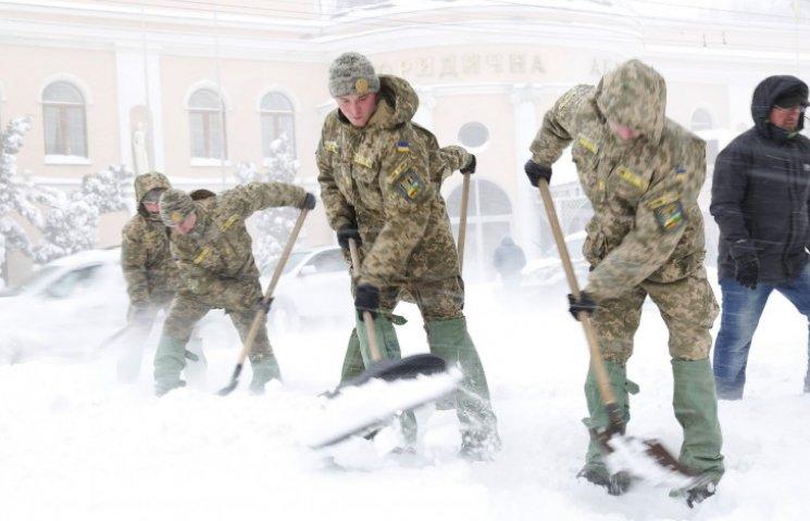 Видео дня: Украина в снежном плену и пьяная Мадонна