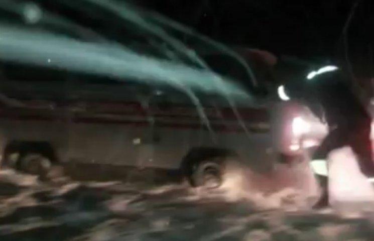 """На Сумщині рятувальники допомогли """"швидкій"""" доправити двох дітей до лікарні"""