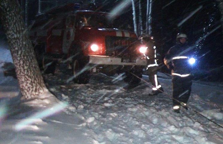 Рятувальники допомогли малій дитині дістатися лікарні