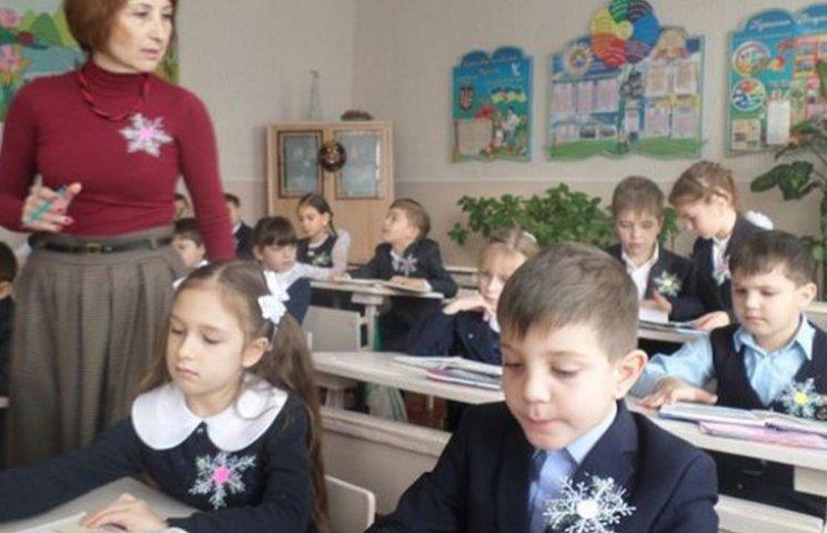 """Свято під час карантину. Як у школах """"комунізують"""" День Соборності"""