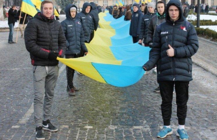 В Ужгороді розгорнули 100-метровий прапор України