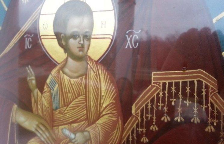 На Мукачівщині сталося диво - на свято замироточила ікона