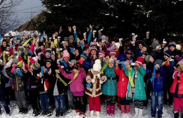 На Закарпатті 140 дітей одночасно помолилися за мир