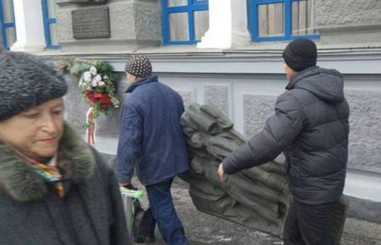 """У вінницькому краєзнавчому музеї """"похизувалися"""" першими комуністичними пам"""