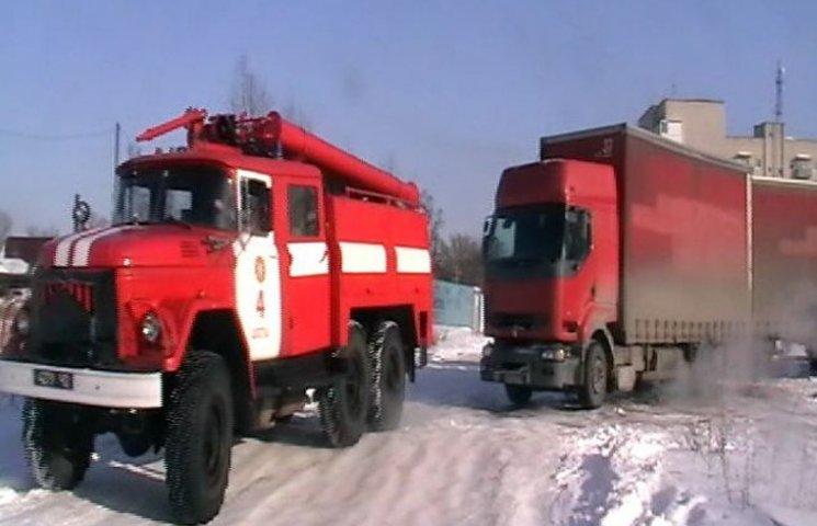 На Сумщині рятувальники попрацювали буксиром для вантажівки