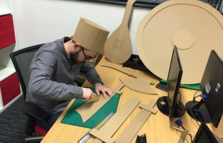 Як креативщики з США спорудили в офісі гігантську картонну фортецю
