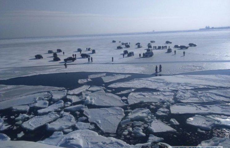 На России 40 людей с машинами унесло в море на дрейфующей льдине