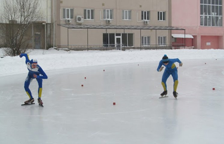 У Шостці розпочався обласний чемпіонат з бігу на ковзанах