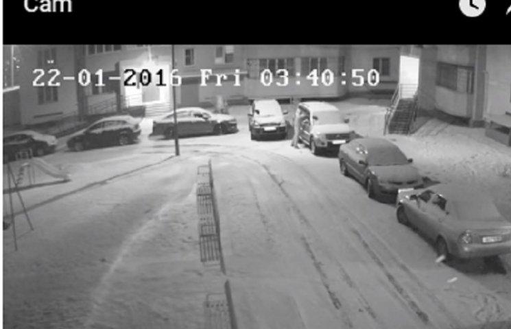Вінничанам показали, як обкрадають їхні автівки