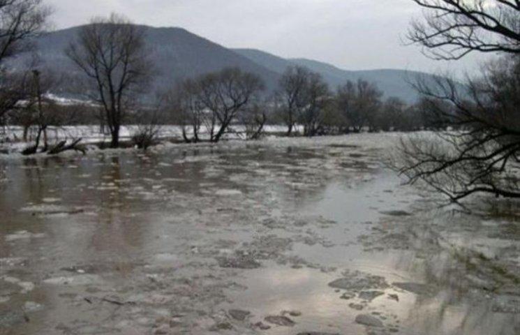 На Закарпатті очікують підйом води у річках через відлигу
