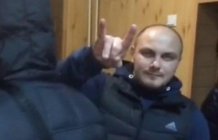 Активісти виклали в мережу відео затримання екс-міліціонера, який побив водія швидкої