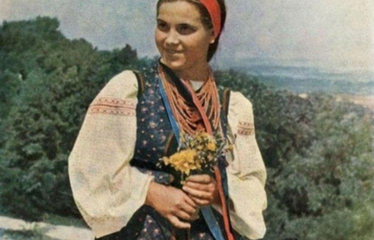 Як одягалися українські модниці 100 років тому