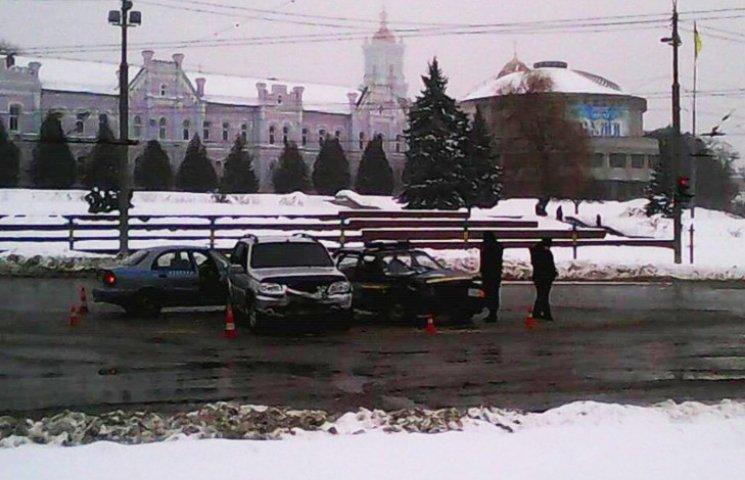 У центрі Сум позашляховик зіткнувся з поліцейською автівкою (ДОПОВНЕНО)
