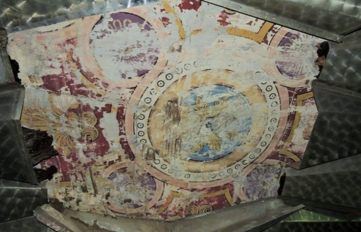 На Закарпатті під час ремонту колишньої синагоги виявили затерті фрески