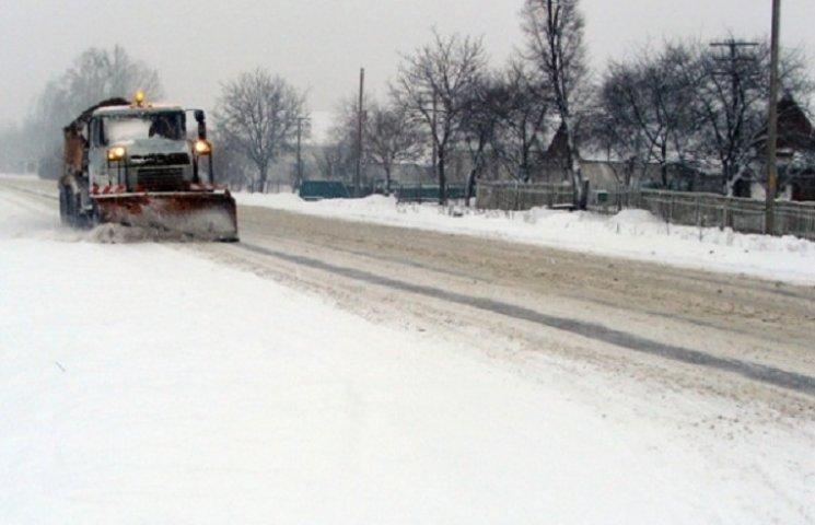 """Через """"невизначеність фінансування"""" на Долинщині перестали чистити дороги (документ)"""