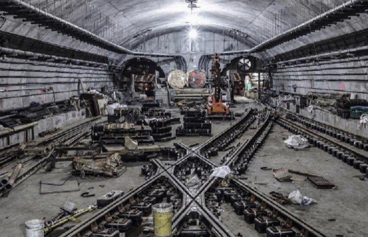 Соцмережі шаленіють від нічних фото метро