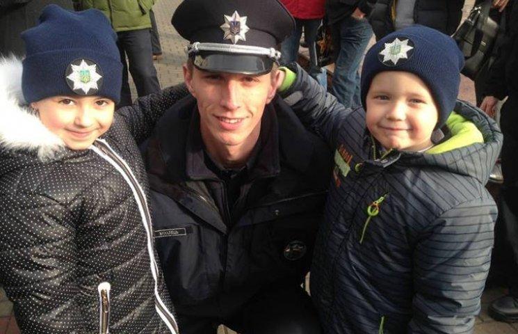 Дети и красавицы: Как полиция Ивано-Франковская присягала на верность украинцам