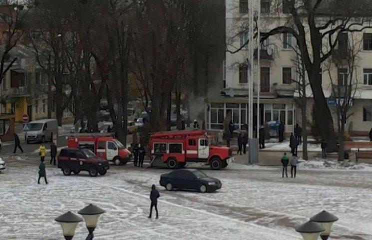 В самісінькому центрі Хмельницького - пожежа