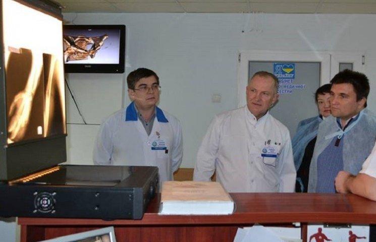 У Дніпрі голові МЗС Клімкіну показали у лікарні Мечникова найтяжчих поранених