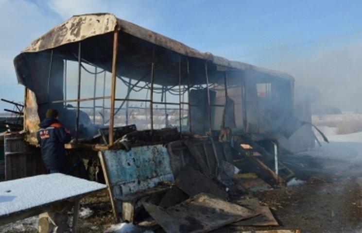 На Дніпропетровщині чоловік живцем згорів у металевому вагончику