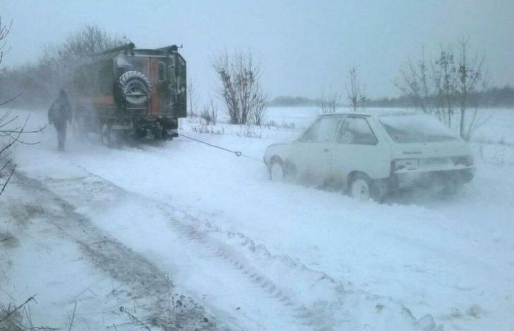 На дорогах Одещини досі обмежено рух транспорту