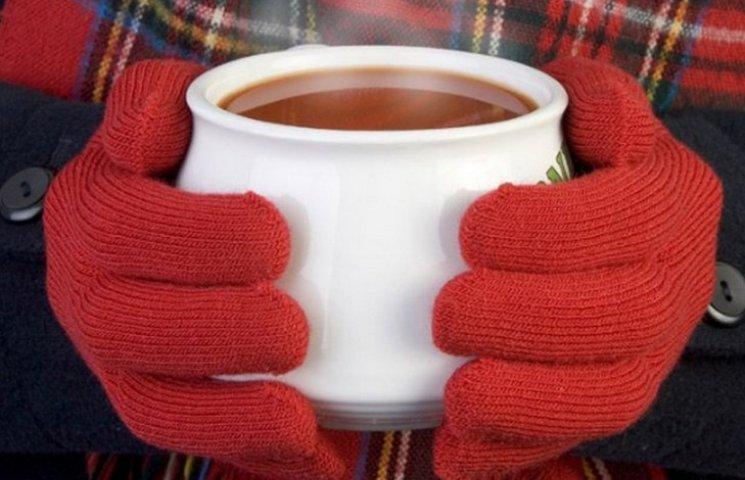 В Днипре волонтеры раздают бесплатный теплую одежду