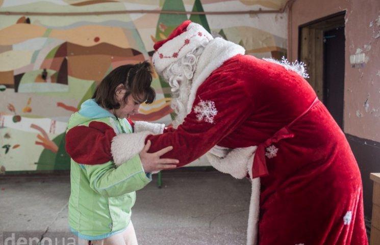 Як дітей переселенців волонтери вітали з Новим роком
