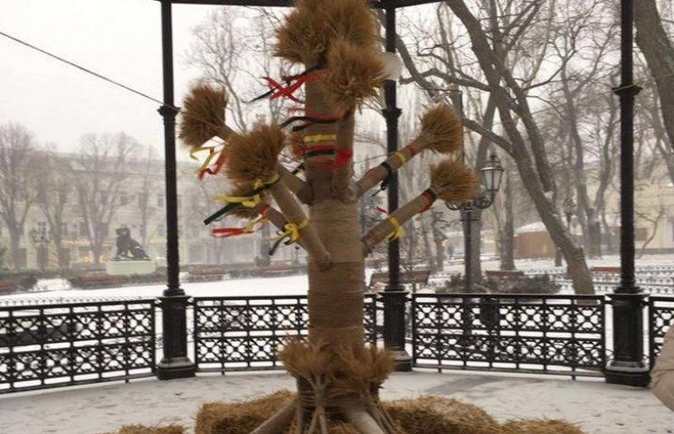 В Одесі вандали зруйнували Різдвяний дідух (ФОТО)