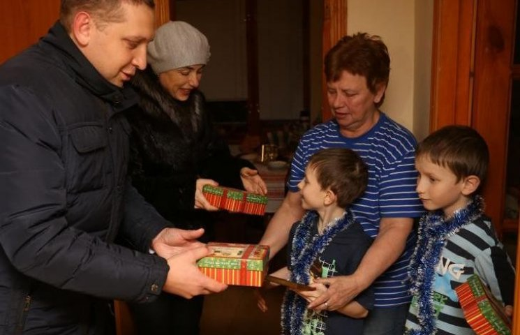 """В Кременчуге дети из больших семей получили """"сертификат мечты"""""""