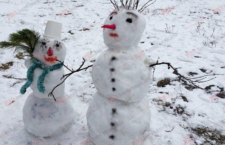 У Бердянську сніговикі вийшли на парад
