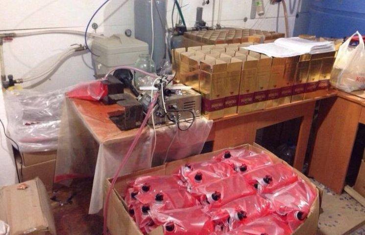 На Одещині підозрювані у незаконному виробництві алкоголю постануть перед судом