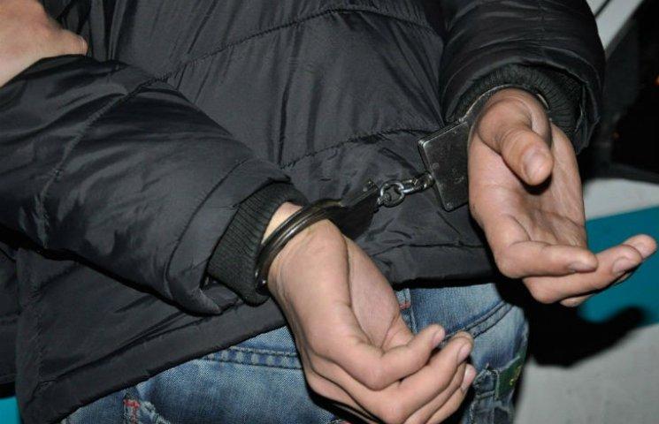 В Кременчуге студент грабил прохожих на улице