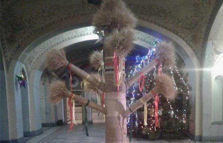Зруйнований в Одесі Різдвяний дідух повернувся (ФОТО)