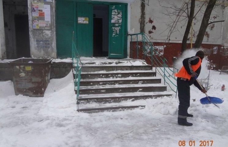 Мер Миколаєва за боротьбу зі снігом поставив комунальникам четвірку