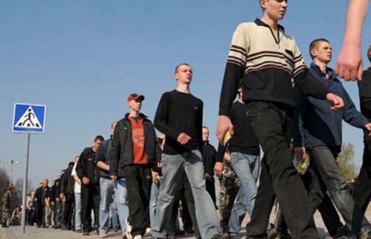 В Мелитополе контрактники штурмуют военкоматы