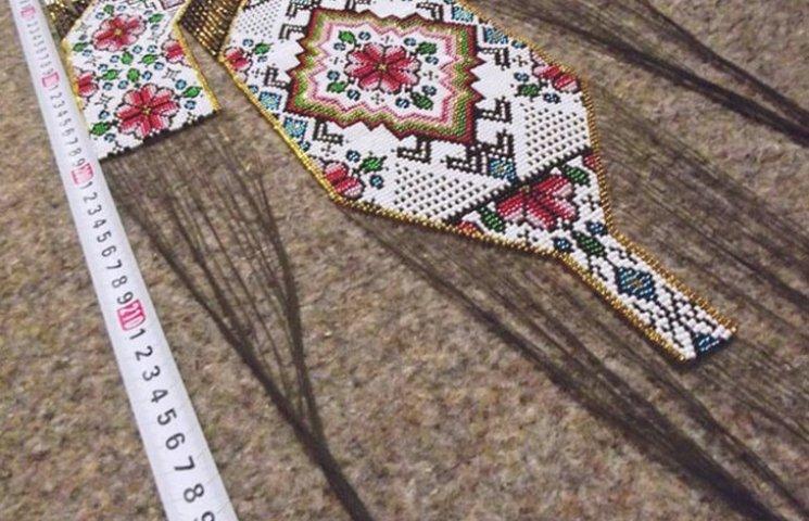 Жителька Кривого Рогу виготовила найбільшу в Україні прикрасу на шию