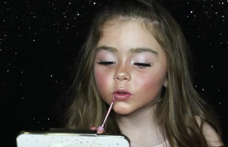 Как стать красавицей: Видеоуроки семилетнего визажиста