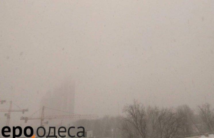 Одесу знову рясно засипає снігом (ФОТО)