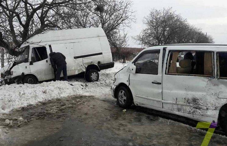 В Одесі через негоду зіштовнулися два мікроавтобуси