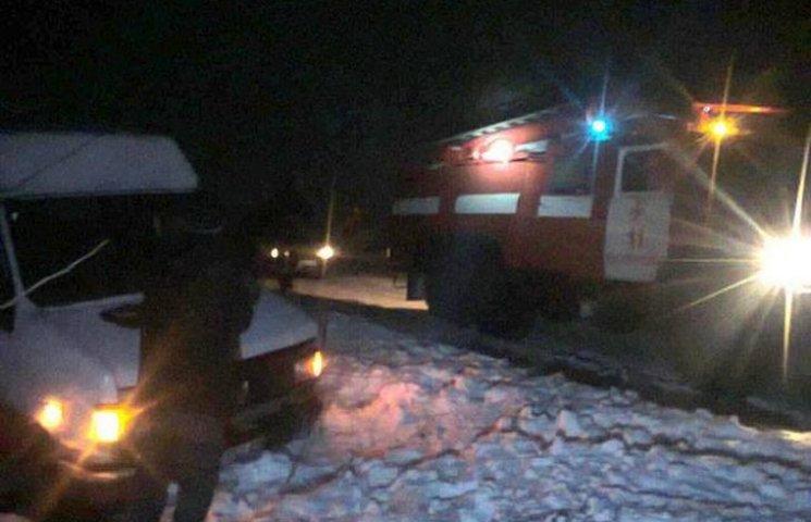 Миколаївські рятувальники за добу тричі витягували автівки з кюветів