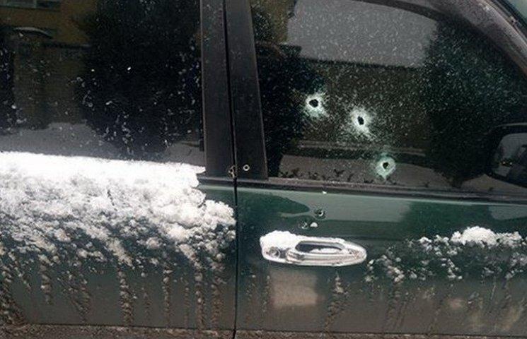 Появились фото обстрелянной под Днипром полицейской машины