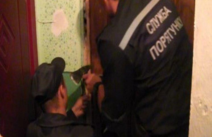 """На Одещині рятувальники врятували хлопчика, який опинився в """"квартирному"""" полоні"""