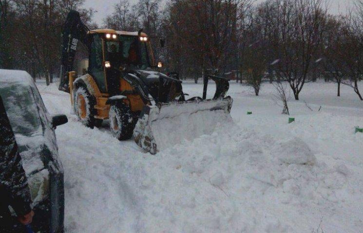 В Полтаве продолжают бороться со снежной стихией