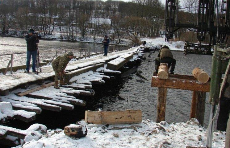 У Сутисках військові добудовують унікальний  міст
