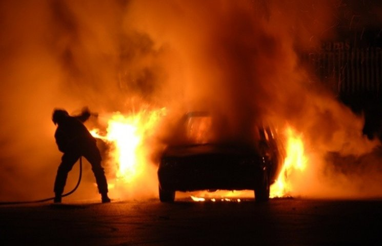 В Полтаве загорелся автомобиль