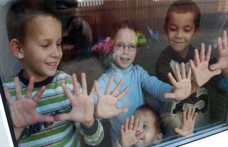 Хмельницькі діти-сироти отримають від ме…